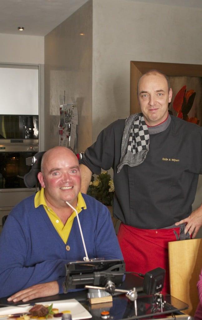 Frank liet ook wel eens een chefkok bij zich koken. Samen met zijn kookvriendinnen genoot hij dan van het eten.