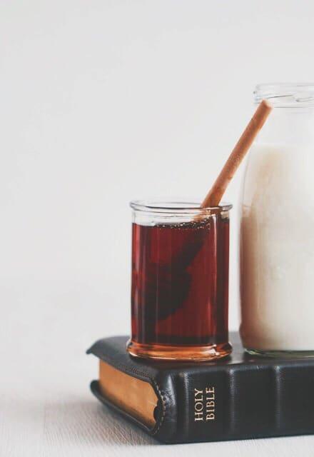 Het beloofde land vloeide over van melk en honing. Dit is in de bijbel een symbool voor overvloed